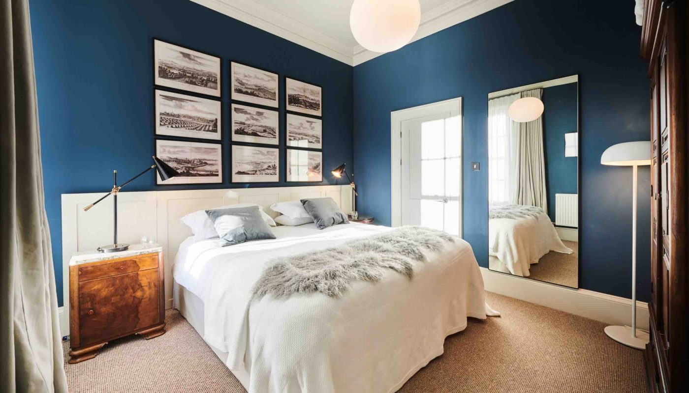 A double bed, blue wallpaper in Barossa apartment